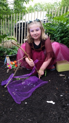 fairy house building (1)